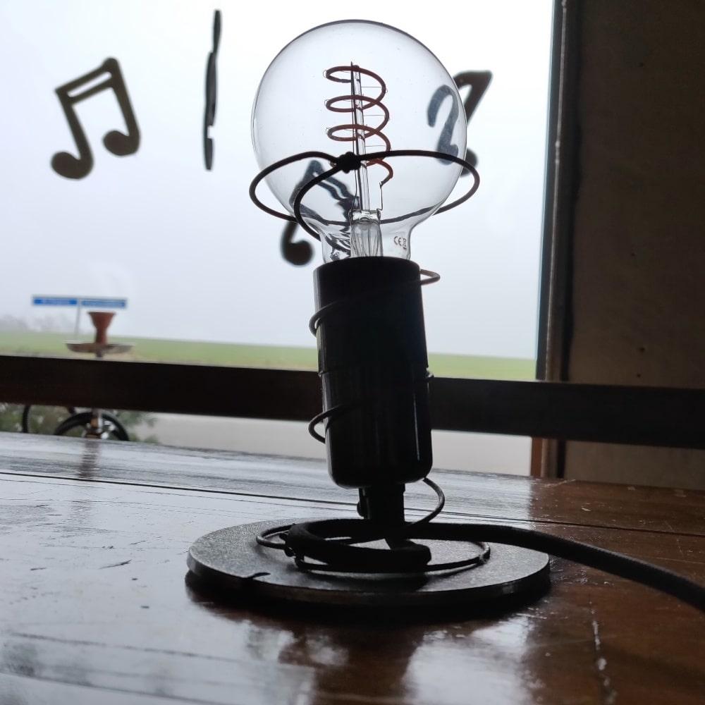 madrasfjeder-standerlampe